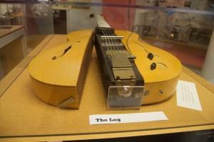 les-paul-the-log-guitar